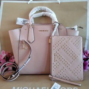 MK purse hand / shoulderbag crossbody w/ wristlet